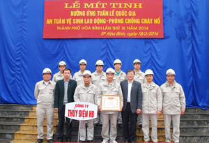 Năm 2013, Công ty Thủy điện Hòa Bình được nhận bằng khen của Bộ LĐ -TB&XH vì đã có thành tích trong công tác ATVSLĐ - PCCN.