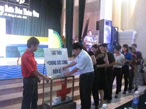 Các đại biểu tham dự chương trình ủng hộ biển, đảo.