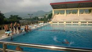 Học viên hoàn thiện kỹ thuật và thực hành bơi dài.
