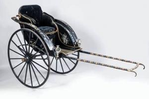 Chiếc xe kéo tay của bà Từ Minh Hoàng Hậu (mẹ Vua Thành Thái) được bán với giá 55.800 euro (gồm cả 24% lệ phí).