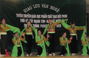 Phụ nữ huyện Đà Bắc đa dạng hóa hoạt động tuyên truyền thực hiện quyền bình đẳng giới.