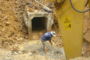 TPHB chủ động các phương án PCLB, khắc phục tình trạng ngập úng trong mùa mưa bão. Ảnh: Công ty TNHH xây dựng Long Việt thi công cống thoát nước khu vực tổ 5, phường Tân Thịnh (TPHB).