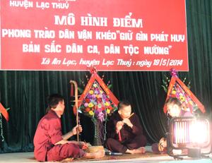 Ra mắt mô hình điểm về giữ gìn phát huy bản sắc dân ca dân tộc Mường tại xã An Lạc, huyện Lạc Thủy.