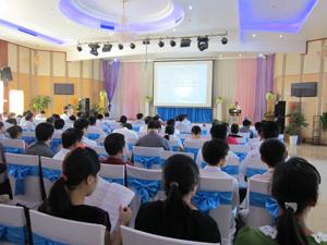 Hội nghị tập trung phổ biến các văn bản quy phạm pháp luật về bảo vệ môi trường cho gần 200 đại biểu.