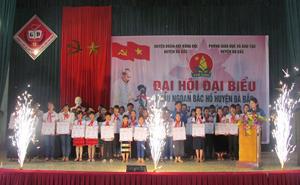 92 học sinh xuất sắc được nhận giấy khen của Hội đồng Đội huyện.