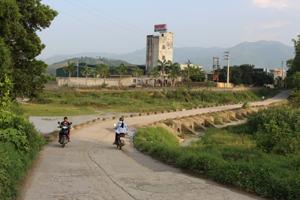 Ngầm Hùng Sơn, xã Tân Vinh, Lương Sơn được đầu tư, nâng cấp nên đến nay đã cơ bản chống lũ, chống tràn theo mực nước thiết kế đảm bảo an toàn, đáp ứng yêu cầu, nhiệm vụ phòng, chống thiên tai xảy ra.