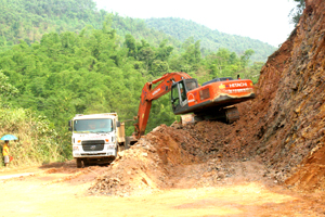 Dự án cải tạo, nâng cấp đường 433 (km 0-km 23) cần xử lý khối lượng đất, đá lớn.