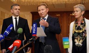 Từ trái sang phải, Đại sứ Nga tại Ucraina, Mikhail Zurabov; cựu Tổng thống Ucraina, Leonid Kuchma, và đặc phái viên của OSCE, Heidi Tagliavini phát biểu trước báo giới sau cuộc họp về cuộc khủng hoảng ở miền đông Ucraina, tại Minsk, Belarus, tháng 9-2014. (Ảnh: AP)