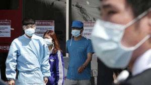 Các nhân viên y tế và khách thăm đeo khẩu trang nhằm phòng ngừa nhiễm Hội chứng hô hấp cấp vùng Trung Đông (MERS) tại Bệnh viện Đại học quốc gia Seoul, Hàn Quốc, ngày 3-6-2015. (Ảnh: AP)