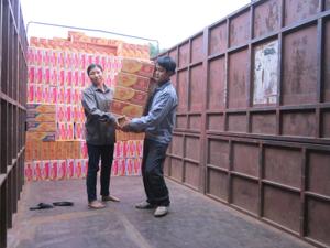 Hàng hoá thiết yếu phục vụ công tác cứu trợ vùng thiên tai đã được Công ty CPTM Định Nhuận nhập dự trữ đảm bảo.