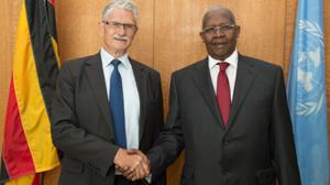 Chủ tịch Đại hội đồng Liên hợp quốc khóa 70, Mogens Lykketoft (bên trái) và Chủ tịch Đại hội đồng Liên hợp quốc khóa 69, Sam Kutesa. (Ảnh: UN).