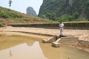 Huyện Kim Bôi chỉ đạo các xã rà soát và có biện pháp gia cố các công trình thủy lợi trước mùa mưa lũ.