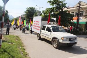 Đoàn tham gia diễu hành quanh thành phố Hòa Bình về các nội dung sức khỏe tình dục, sức khỏe sinh sản, nạo phá thai an toàn cho cộng đồng.
