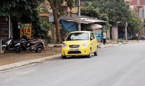 Đường 433 đoạn qua thị trấn Đà Bắc được cải tạo, làm lại mặt đường đảm bảo giao thông thuận lợi, thông suốt.