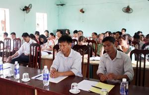 Một buổi phổ biến luật lao động cho người lao động Công ty An Thịnh Hòa Bình và Công ty Tường Anh tại xã Trường Sơn (Lương Sơn).