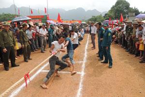 Xã Phú Thành (Lạc Thuỷ) tổ chức giải kéo co thu hút đông đảo VĐV tham gia.