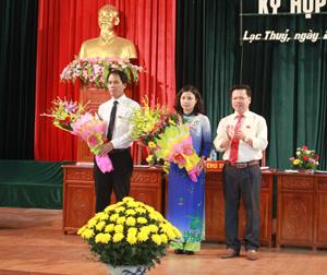 Kỳ họp thứ nhất - HĐND huyện Lạc Thủy khoá XIX, nhiệm kỳ 2016 – 2021