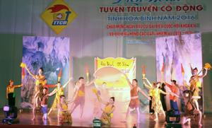 Tiết mục tham dự Liên hoan tuyên truyền cổ động tỉnh năm 2016 của đội tuyên truyền cổ động TP Hòa Bình.