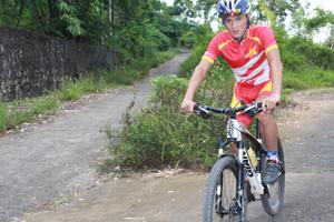 VĐV Đinh Văn Linh  đang được đánh giá cao trong đội tuyển xe đạp địa hình quốc gia cũng như tỉnh Hòa Bình.