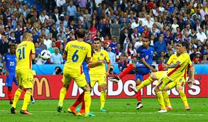 Payet chính là nhân tố tạo ra khác biệt thắng - thua trong trận khai mạc Euro 2016, giúp đội tuyển chủ nhà có ba điểm đầu tay trên con đường chinh phục ngôi cao. Ảnh: UEFA