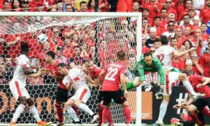 Schar đánh đầu, ghi bàn duy nhất trong trận đấu giữa Albania và Thuỵ Sĩ. Ảnh: UEFA