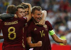 Niềm vui của cầu thủ Nga sau khi giành lại một điểm ngay trước khi kết thúc trận đấu. Ảnh: Reuters.