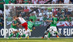 Milik ghi bàn duy nhất giúp Ba Lan giành trọn 3 điểm trong trận mở màn bảng C với Bắc Ireland. Ảnh: Getty Images