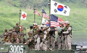 Quân đội Hàn Quốc và Mỹ tham gia diễn tập chung. Ảnh: dailymail.co.uk.