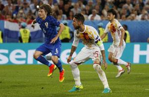 Sergio Ramos sau pha sút hỏng phạt đền. Ảnh: Reuters.