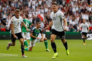 Gomez cho thấy Đức cần một trung phong đích thực. Ảnh: Reuters.
