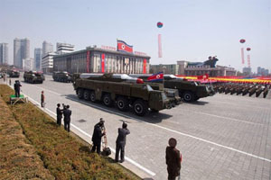 Tên lửa Triều Tiên trong cuộc diễu binh tại Bình Nhưỡng. Ảnh: abcnews.