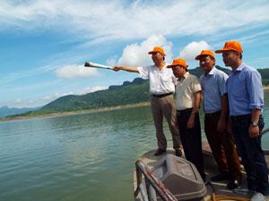 Đoàn công tác khảo sát điểm du lịch Đảo Sung, xã Tiền Phong, Đà Bắc.