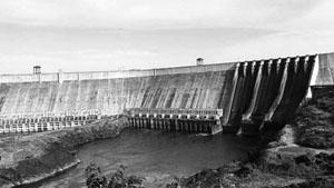 Đập thủy điện Gu-ri trên sông Ca-rô-ni ở Vê-nê-xu-ê-la. Ảnh AP