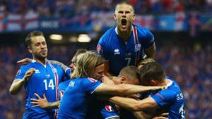 Các cầu thủ Iceland ăn mừng chiến thắng. (Ảnh: Getty)