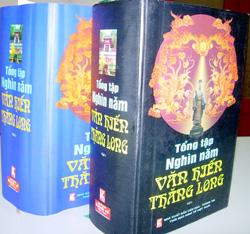 """2 trong 4 tập của bộ sách """"Tổng tập nghìn năm văn hiến Thăng Long""""."""
