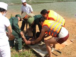 Ban Chỉ huy PCLB&TKCN huyện Lạc Thuỷ tổ chức diễn tập công tác tìm kiếm cứu hộ, cứu nạn trước mùa mưa lũ hàng năm