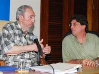 Lãnh tụ Fidel castro và Ngoại trưởng Cuba Bruno Rodriguez tại buổi gặp gỡ (Ảnh: Reuters)