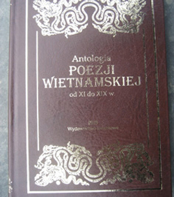 Tuyển tập thơ Việt Nam từ thế kỷ 11 đến thế kỷ 19 bằng tiếng Ba Lan.