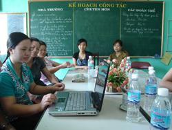 Các thầy cô giáo ở huyện Yên Thuỷ được sử dụng mạng Internet 3G do chi nhánh Viettel tại Hoà Bình cung cấp