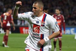 "Benzema ăn chơi rất ""tiết kiệm"""
