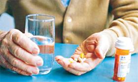 Tốt nhất nên uống thuốc với nước lọc.