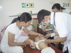 Một ca điều trị bệnh tay chân miệng tại Bệnh viện Nhi Đồng 1 - TPHCM