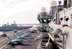 Tàu chở máy bay chiến đấu của Mỹ đã cập cảng Busan ở Hàn Quốc