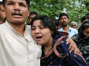 Thân nhân các nạn nhân vụ tai nạn máy bay đau khổ khi biết tin dữ