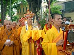Lễ rước Xá lợi Phật từ chùa Quán Sứ về tôn thờ tại Hoàng thành Thăng Long.