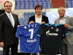 Raul trong ngày ra mắt câu lạc bộ