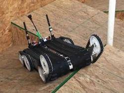 Robot cứu hộ QUINCE có hình dạng giống như xe tăng.