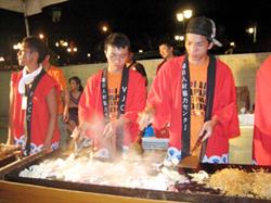Trình diễn các món ăn kiểu Nhật Bản.