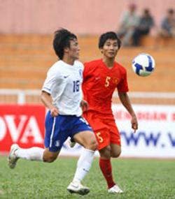 Thế Sơn (5) cùng các đồng đội đã thua Hàn Quốc ở loạt đá luân lưu, đành xếp vị trí chót bảng.