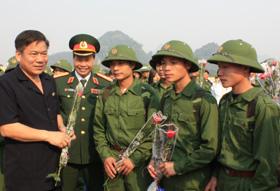 Đồng chí Hoàng Việt Cường, Bí thư Tỉnh ủy động viên các tân binh lên đường nhập ngũ năm 2010